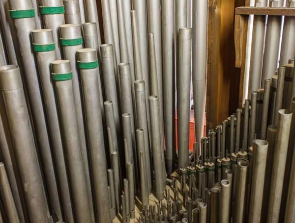 sanierungsbedürftige Orgelpfeifen der Stadtkirche Radeburg